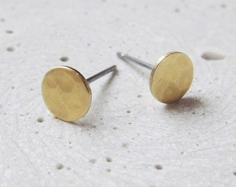 SHAPE circle Stud Earrings - hammered brass