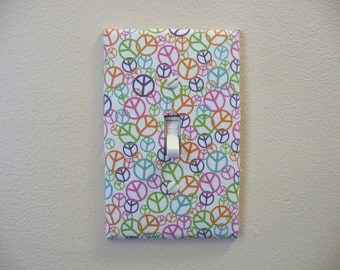 Single switch plate decorated with peace signs