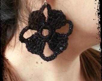 Crochet sparkly earrings * crochet jewelry * handmade black or white earrings