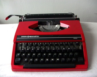 Olivetti Lettera 22 Portable Typewriter Qwerty by ...