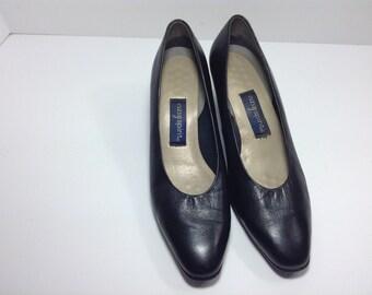 Vintage Black Leather pumps