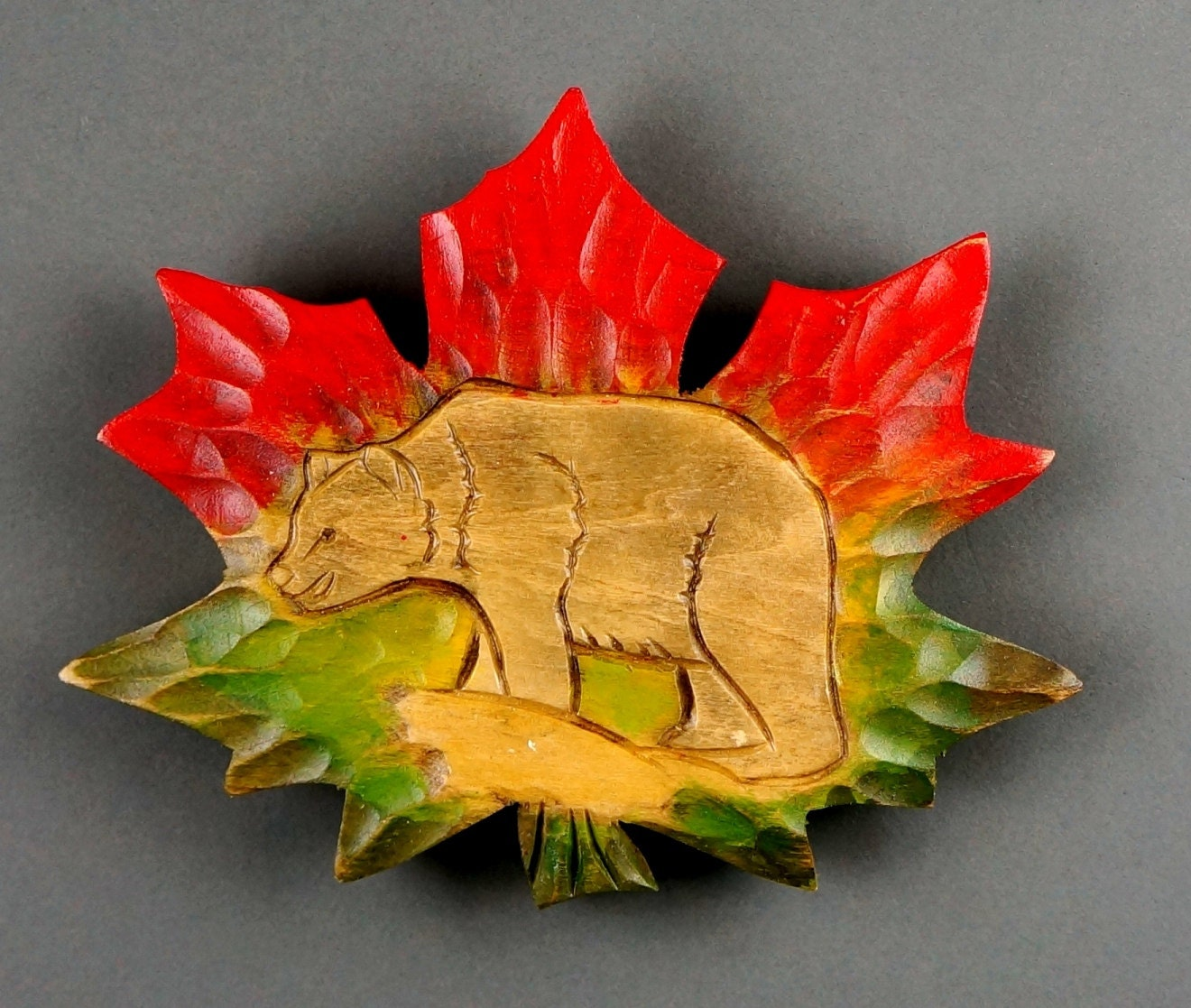 Leaf maple carving wood bear art wall animalier