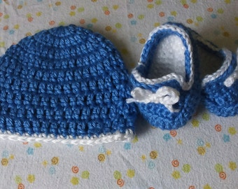 Super Soft and cute Handmade Baby Booties and Hat Set