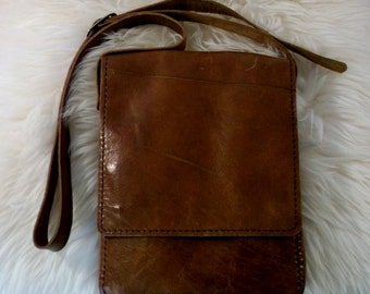 Full-grain leather messenger shoulder bag