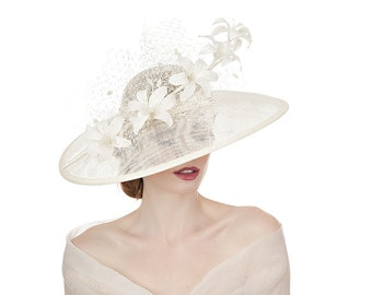Ivory Lily Large Brimmed Hat