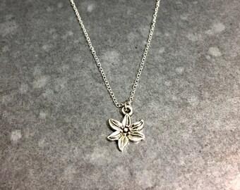 Pretty Petals Necklace