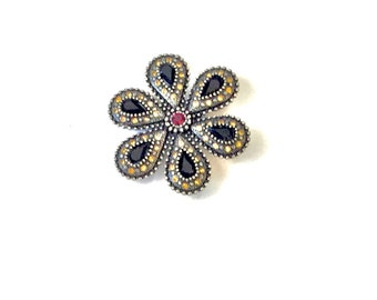 Vintage Women's Jewel Encrusted Brooch/Pin