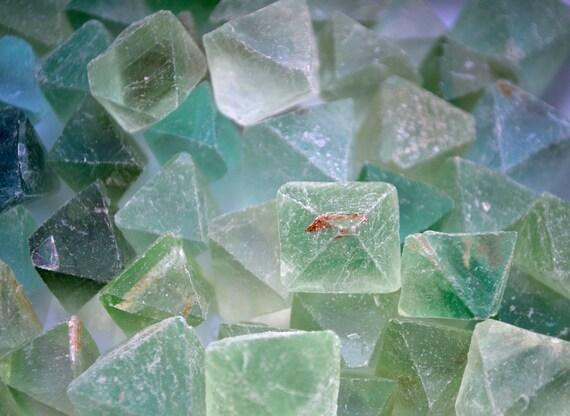 Beautiful Fluorite Healing Gemstone// Green Fluorite// Fluorite Cleavage// Natural Shape// Healing Stones// Raw Crystals// Healing Tools//