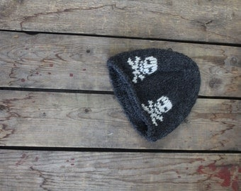 Pirate hat for boy handcrafted in Quebec of alpaca fiber