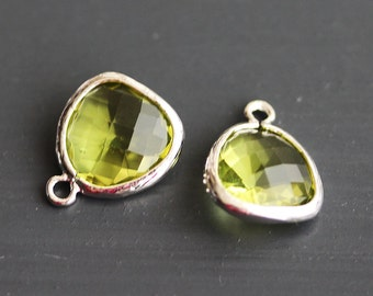 A2-000-R-PD] Peridot Green / 13 x 16mm / Rhodium plated / Glass Pendant / 2 pieces