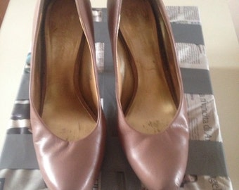NINE WEST SHOES SIZE 9M color pink nude .... STUNNING