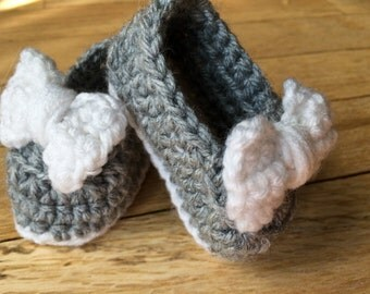 Crocheted Baby Shoes, baby mary janes, baby girl shoes, slip-on shoes
