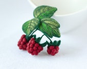 Raspberry Brooch Red pins Red berries brooches Felt berries pins Woodland pins Raspberry jewelry Original gift for woman New gift idea