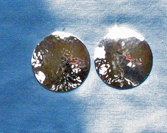 Big silver earring.Contemporary earring.Large post earring.Hammered silver stud.Circle earrings.Silver disc earring.Big sterling earring.