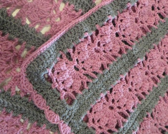 Baby blanket in Merino, crochet, dusty rose and grey