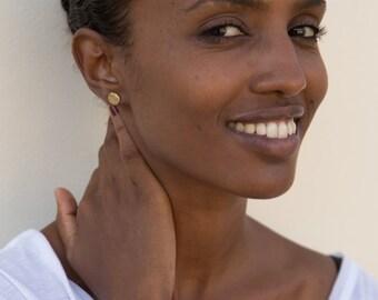 Everyday Stud Earrings, Gold Earrings, Round Simple Stud Earrings, Everyday Earrings, Hammered Round Minimal Earrings, Minimalist Jewelry.