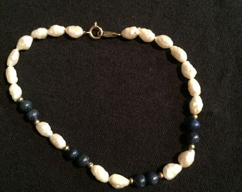 Freshwater pearl and lapis lazuli bracelet with 14kt gold