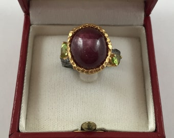 New GORGEOUS 11.53 ct Ruby and Peridot on 18K Yellow Gold over Sterling Silver Ring size 7.5