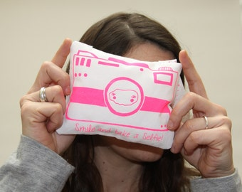 "Camera ""Smile and take a selfie"" (Pink)"