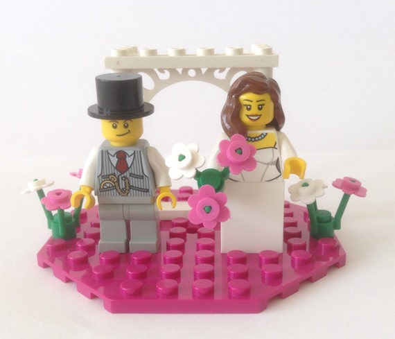 lego wedding cake toppers lego wedding cake topper customised and by heartofbricks 16791