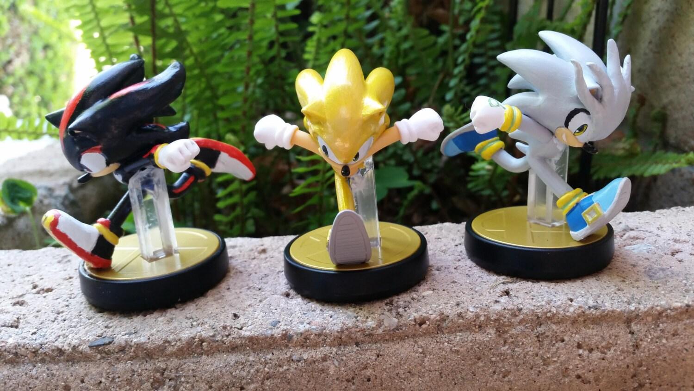 amiibo custom shadow or silver sonic sonic the hedgehog custom
