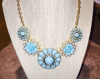 Super cute flower necklace!