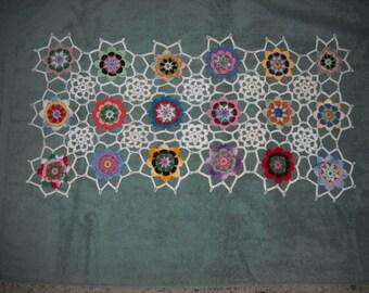Beautiful NEW Hand Crocheted Doily Runner Flowers HI-256