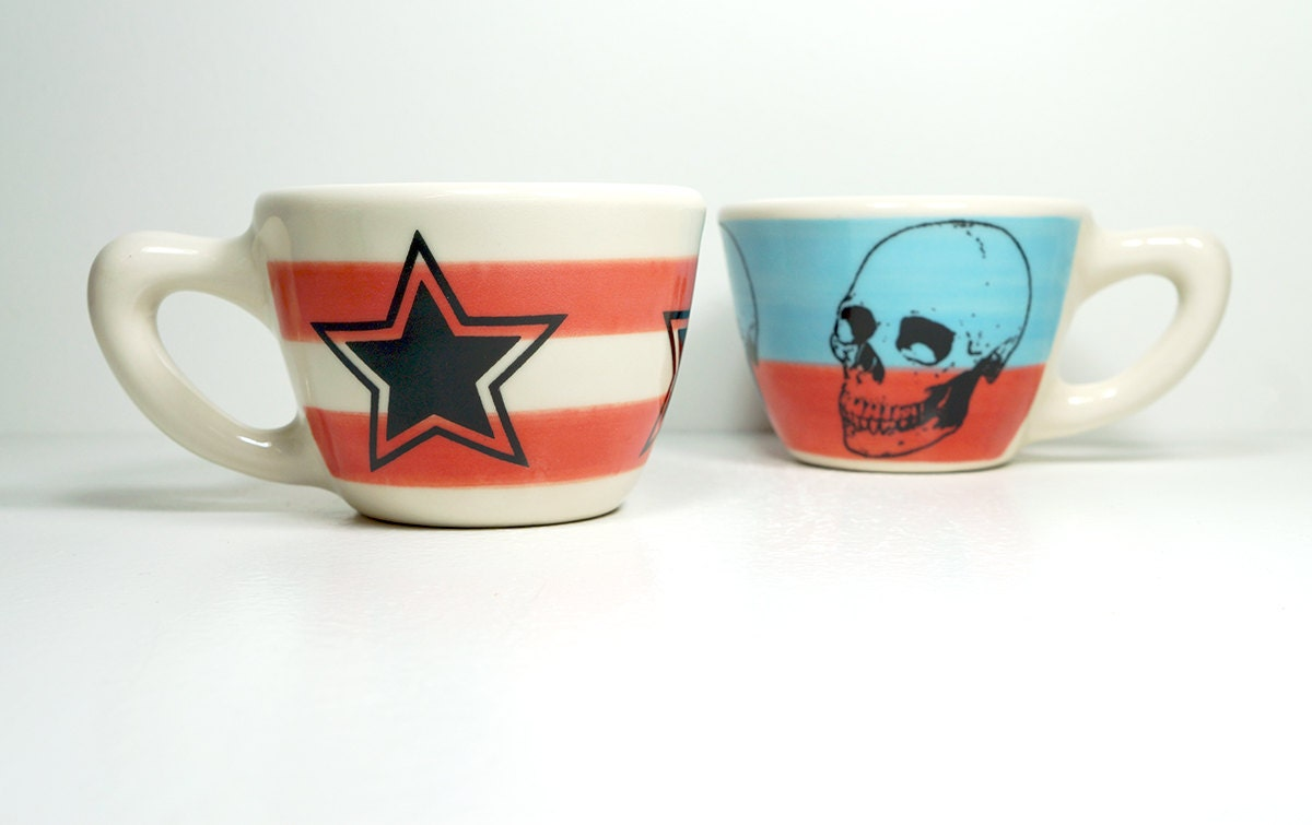 12oz cup with red-orange stripes and a 5-pointed star, made to order.