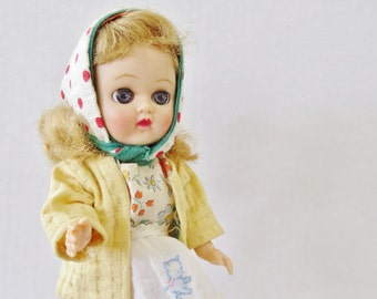 """8"""" Vintage plastic Jenny or Muffy type walking doll"""