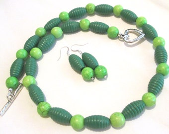 Necklace and earrings set hand made by Ziporgiabella Green wood and stone beads