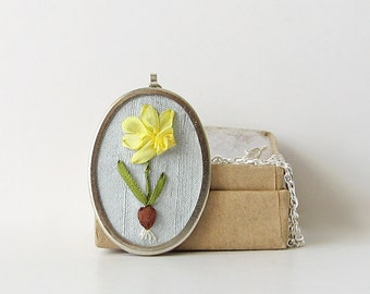 Daffodil with bulb necklace, March Birthday gift, embroidered spring flower pendant, jonquil necklace, botanical jewelry