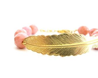 Golden bangle bracelet, bridesmaid gift, color bangle, pink bangle, pastel colors, golden metal leaf, Czech glass,  pulsera dorada, iomiss
