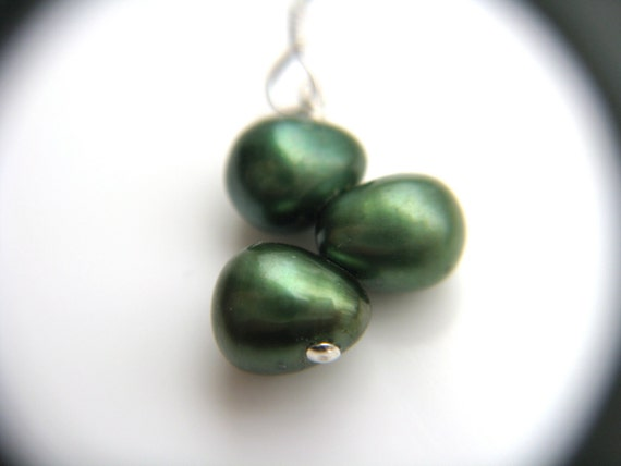 Pearl Bridesmaid Gifts Jewelry Green . Pine Green Wedding Jewelry Bridesmaids Earrings . Forest Green Pearl Earrings - Vigne Collection