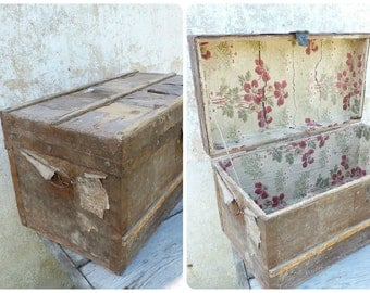 Vintage Antique  Victorian 1900 old French wood steamer trunk /floral wall paper inside