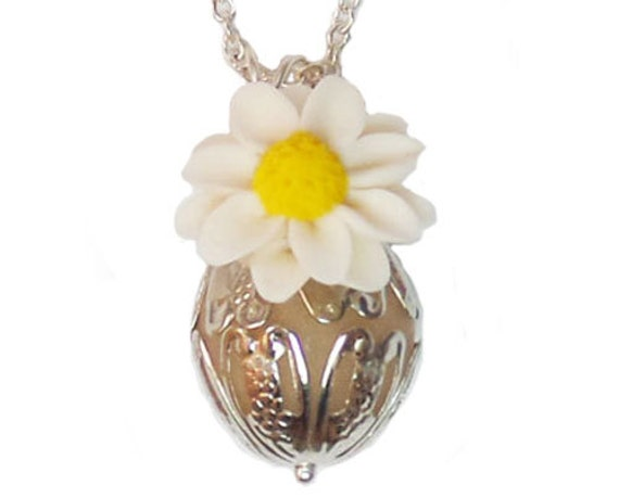 Scented daisy perfume necklace daisy by strandedtreasures for How to make scented jewelry