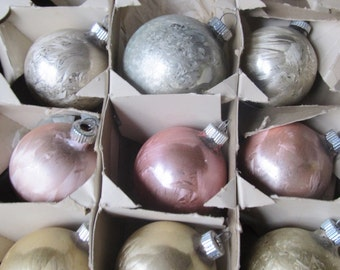 Vintage 1950's Set Of 8 Textured Pastel Shiny Brite Christmas Ornaments With WWII Box