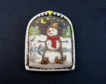 Snowman resin scrimshaw technique pin/pendant Moosup Valley Designs