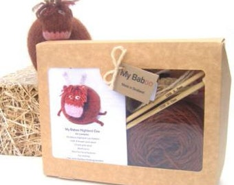 Highland Cow Knitting Kit, Christmas gift, knitting kit, pure wool, Cow toy, knitting pattern, cow gift