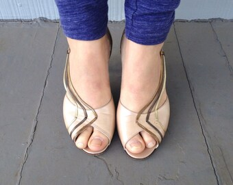 Size 7.5 - Vintage 70s Slingback Heels - Taupe Beige with Metallic Straps - Made in Italy