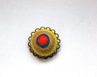 Needle felted wool colourful circle brooch Valentine gift for her modern abstract Kandinsky art inspired green red blue jewellery UK