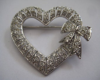 Mint UnMarked Rhinestone Open Heart Shaped Pin with Bow on Right Side