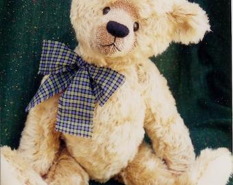 "A 20"" Old-Fashioned bear by Linda Johnson of BEARDEAUX BEARS"
