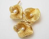 Grosse Pearl Flower Brooch Sixties Vintage Jewelry P6493