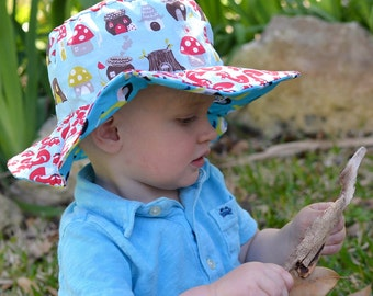 Organic sun hat for kids, foldable sun protection hat with wide brim, scooters and foxes, turquoise and green
