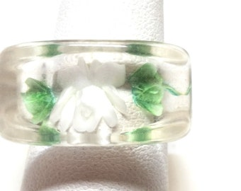Lucite Clear Vintage Ring With White Flower and Green Leaves Vintage Clunky Ring New Old Stock Jewelry 1960s