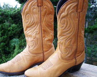 Leather Boots, Western Boots, Cowboy Boots, Tan Leather Boots, Southwestern Boots, men size 8  / women size 9