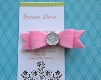 NEW....Wool Felt Bow Hairclip in Pink