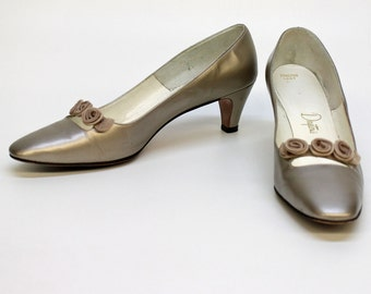 60's Bronze Pumps with Fabric Rosettes / Low Heel / Formal / Size 8 Narrow