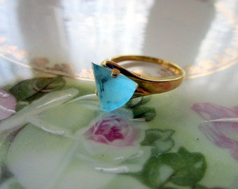 Vintage Costume Ring Ice blue glass prism