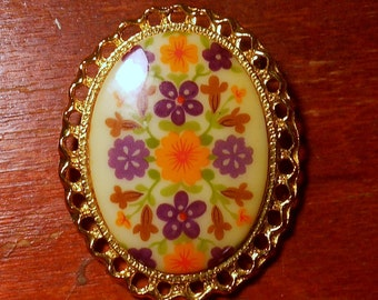 Funky 60's Flower Retro Cabochon Pin